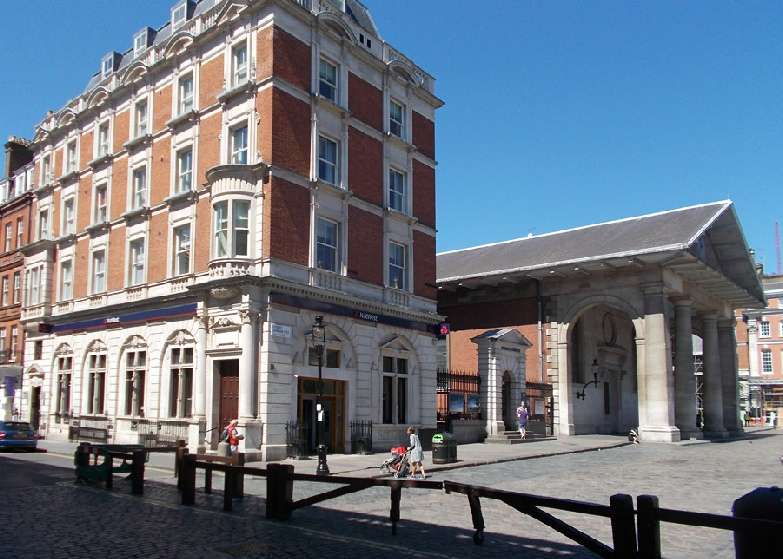 NatWest bank at the corner of Covent Garden Piazza